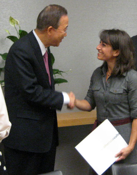"""El Secretario General de las Naciones Unidas, Ban Ki-moon recibe un ejemplar de """"Olivenza Oculta"""""""